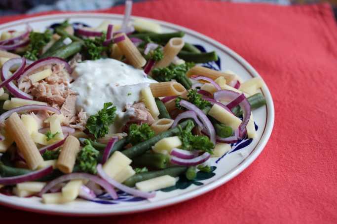 Lenteslaatje met pasta en tonijn